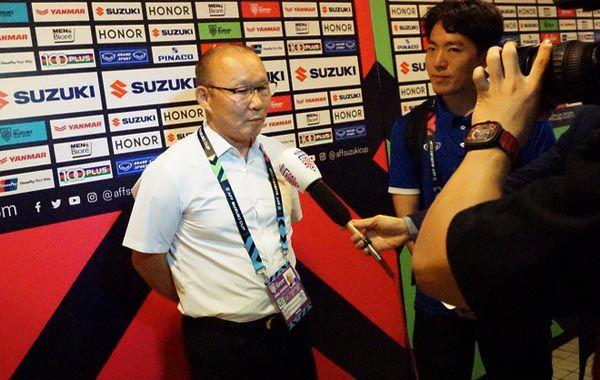HLV Park Hang Seo 'dốc cạn nỗi lòng' khi trả lời phỏng vấn