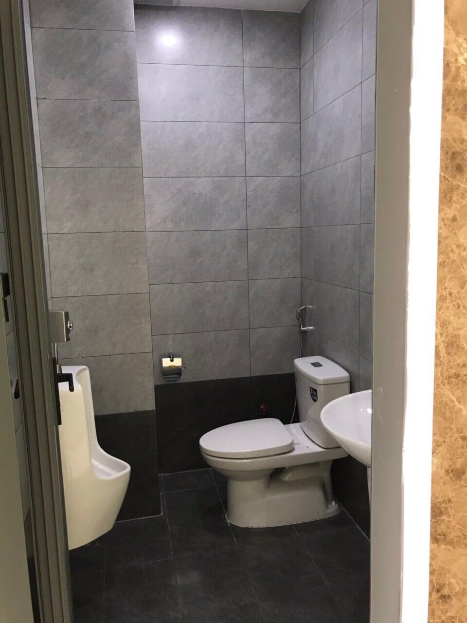 PHÒNG WC TẠI TÒA VĂN PHÒNG PP BUILDING