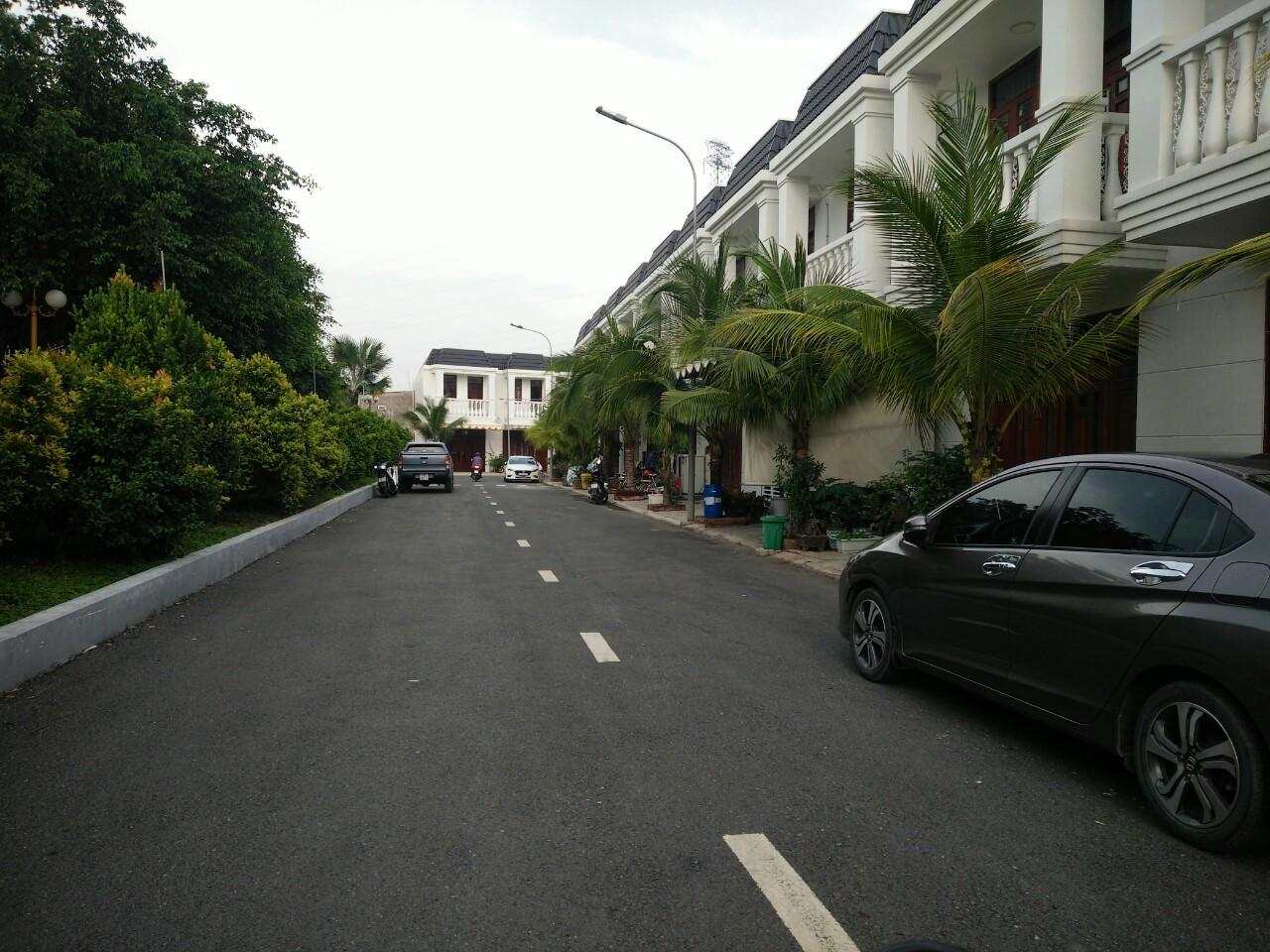 Nhà phố làng đại học